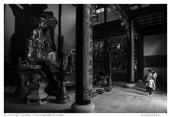 Family visiting Dajing Taoist temple. Shanghai, China (black and white)