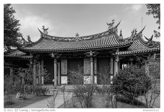 Yi Gate, Confuscius Temple. Taipei, Taiwan (black and white)
