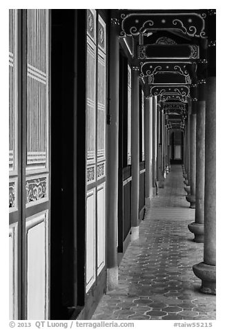 Gallery, West Side building, Confuscius Temple. Taipei, Taiwan (black and white)