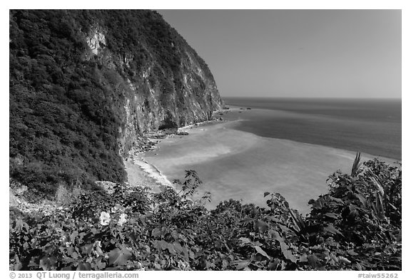 Verdant cliffs and turquoise waters. Taroko National Park, Taiwan (black and white)