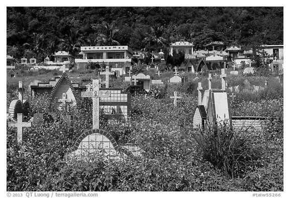 Christian cemetery, Chongde. Taiwan (black and white)
