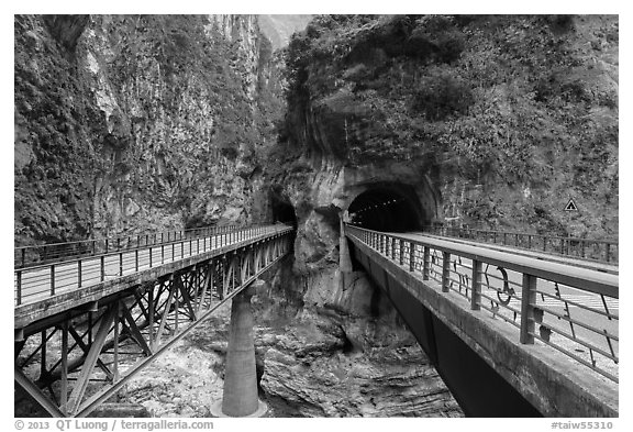 Bridges spanning Liwu River, Taroko Gorge. Taroko National Park, Taiwan (black and white)