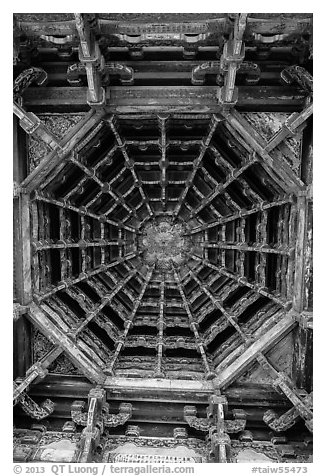 Brackets, beams, plafond ceiling, Longshan Temple. Lukang, Taiwan (black and white)