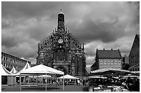Liebfrauenkirche (church of Our Lady) and Hauptmarkt. Nurnberg, Bavaria, Germany (black and white)