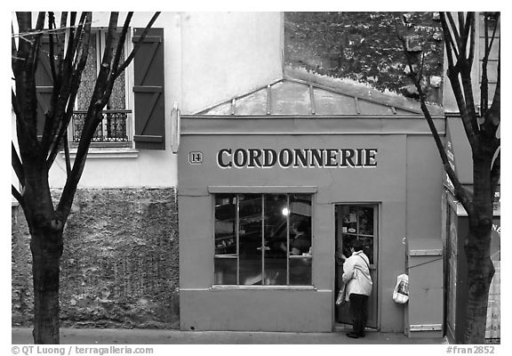 Red Cordonnnerie store. Paris, France (black and white)