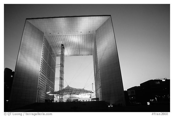 Grande arche de la defense at dusk france
