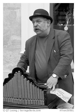 Street musician with Barrel organ. Quartier Latin, Paris, France (black and white)