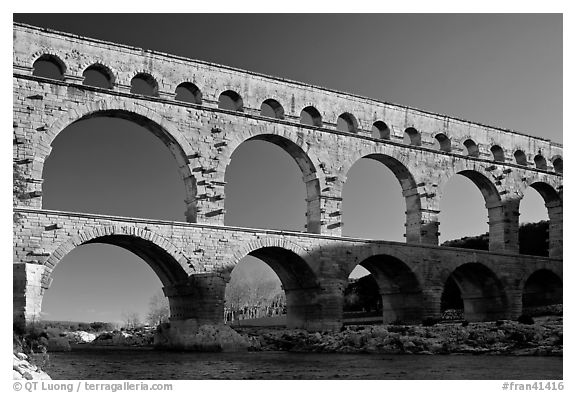 black and white picture photo pont du gard france. Black Bedroom Furniture Sets. Home Design Ideas
