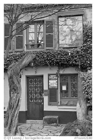 Lapin Agile cabaret facade, Montmartre. Paris, France (black and white)