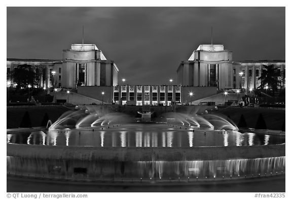 Palais de Chaillot and fountains at night. Paris, France (black and white)
