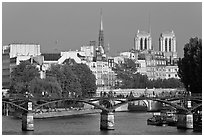 Passerelle des Arts and Ile de la Cite. Paris, France (black and white)