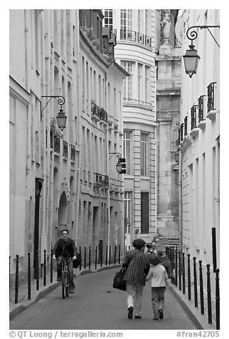 Narrow street. Paris, France (black and white)
