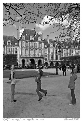 Girls playing with rope, Place des Vosges. Paris, France (black and white)