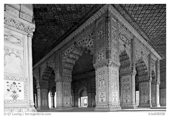 Columns and arches, Royal Baths, Red Fort. New Delhi, India