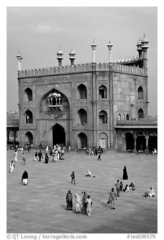 Courtyard and East gate of Jama Masjid mosque. New Delhi, India (black and white)