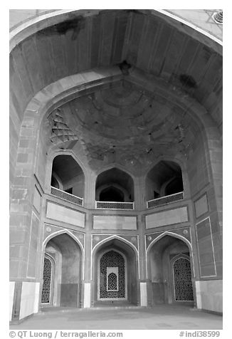 Entrance to main mausoleum, Humayun's tomb. New Delhi, India (black and white)