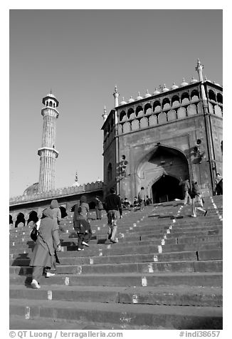 Stairs leading to Jama Masjid South Gate, and minaret. New Delhi, India (black and white)