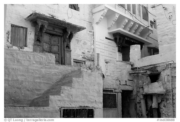Walls with shades of blue. Jodhpur, Rajasthan, India (black and white)