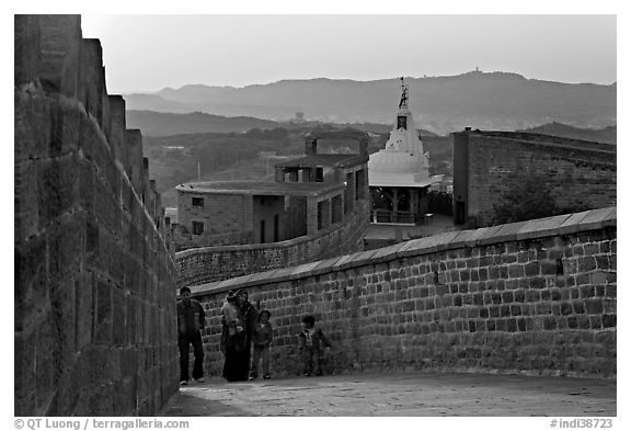 Family atop the walls of Mehrangarh Fort at sunset, Mehrangarh Fort. Jodhpur, Rajasthan, India (black and white)