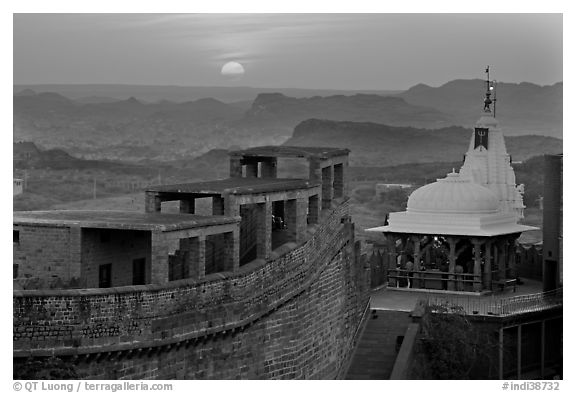 Sun setting over the Chamunda Devi temple, Mehrangarh Fort. Jodhpur, Rajasthan, India (black and white)