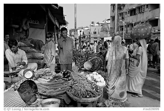 Black and White Picture/Photo: Vegetable stand, Colaba ...