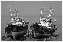 Boats at low tide. Mumbai, Maharashtra, India (black and white)
