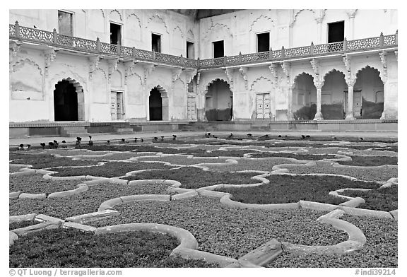 Ornamental gardens, Agra Fort. Agra, Uttar Pradesh, India (black and white)