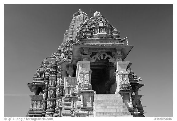 Kadariya-Mahadev temple. Khajuraho, Madhya Pradesh, India (black and white)