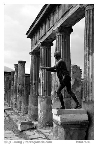 Tempio di Apollo (Temple of Apollon). Pompeii, Campania, Italy (black and white)