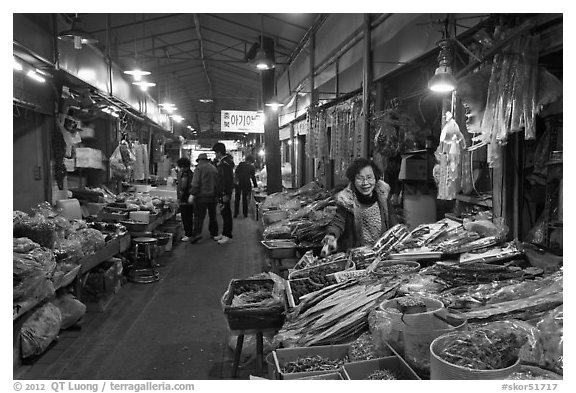 Black and White Picture/Photo: Traditional medicine ...