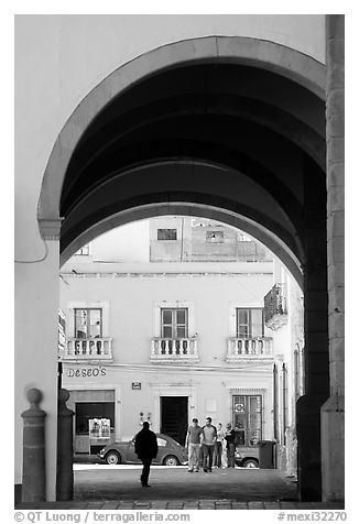 Archway on Arms Square. Zacatecas, Mexico (black and white)