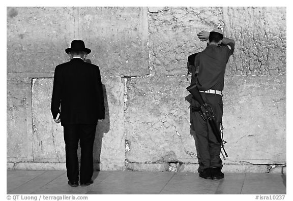 Black and white picture photo orthodox jew and soldier at the western wall jerusalem israel