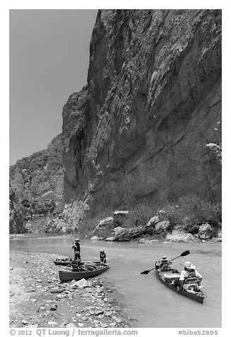 Canoeists bellow steep walls of Boquillas Canyon. Big Bend National Park (black and white)
