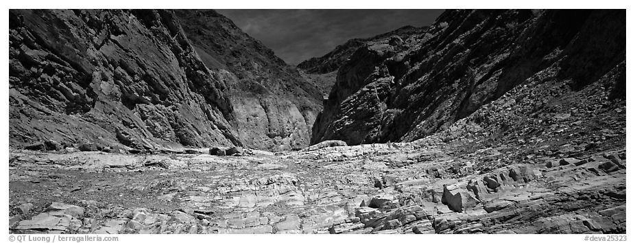 Dry desert wash, Mosaic Canyon. Death Valley National Park (black and white)