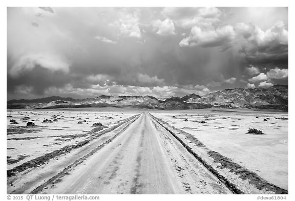 West Side Road. Death Valley National Park (black and white)
