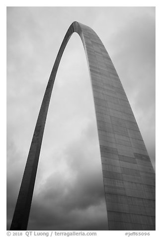 St Louis Arch and cloudy skies. Gateway Arch National Park (black and white)