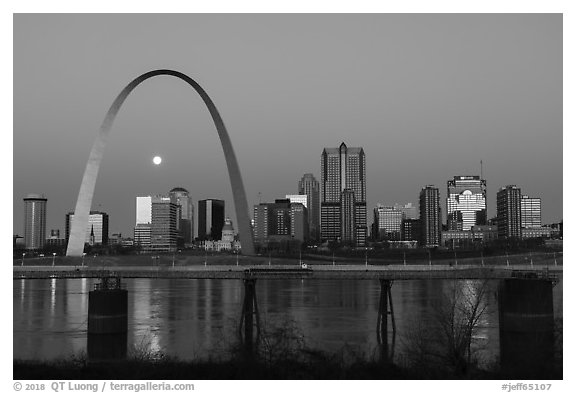 St Louis skyline and Mississippi River at dawn. Gateway Arch National Park (black and white)