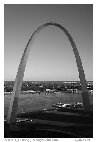 Arch and Mississippi River from above, late afternoon. Gateway Arch National Park (black and white)
