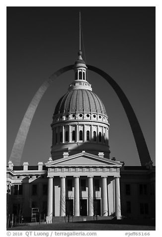 Old Courthouse and Arch. Gateway Arch National Park (black and white)