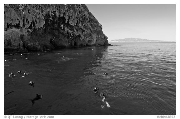 Divers, emerald waters, and steep cliffs, Annacapa island. Channel Islands National Park (black and white)