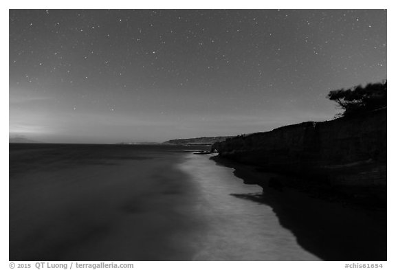 Bechers Bay under starry skies at night, Santa Rosa Island. Channel Islands National Park (black and white)