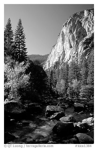 Kings River and cliffs in Cedar Grove. Kings Canyon National Park (black and white)