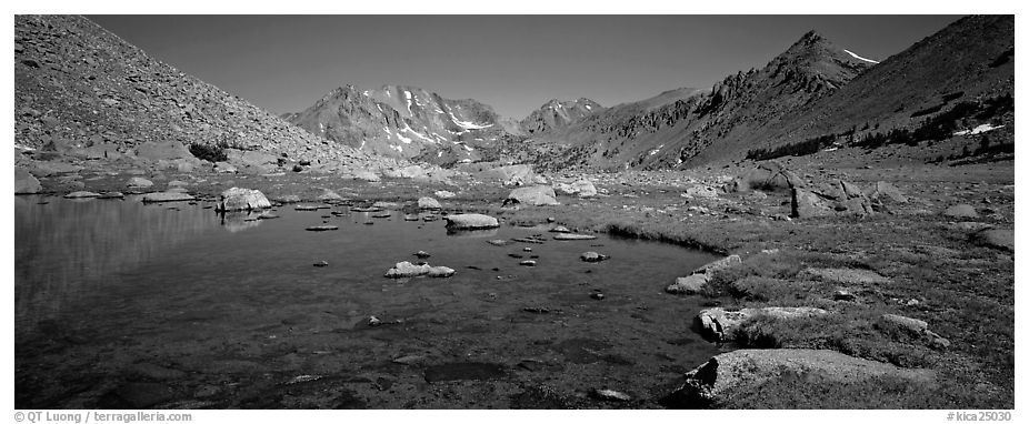 Alpine tarn. Kings Canyon National Park (black and white)