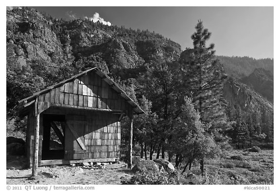 Knapps Cabin. Kings Canyon National Park (black and white)