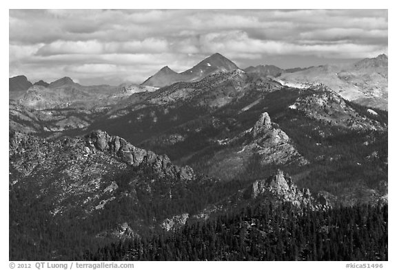 Sierra Peaks. Kings Canyon National Park (black and white)