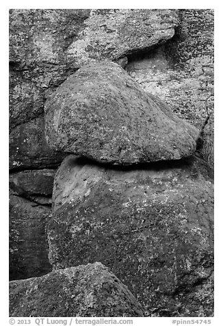 Jumble of boulders, Bear Gulch. Pinnacles National Park (black and white)