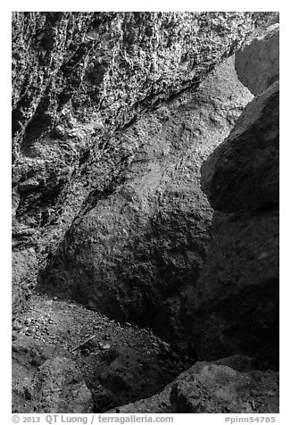 Rocks, Balconies Cave. Pinnacles National Park (black and white)