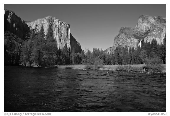 Valley View, Spring afternoon. Yosemite National Park (black and white)