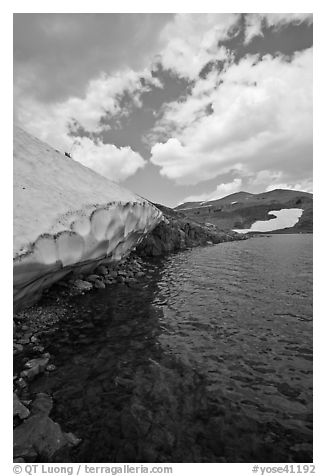 Neve on shore of upper Gaylor Lake. Yosemite National Park (black and white)