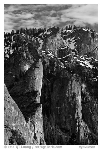 Leaning Tower and valley rim. Yosemite National Park (black and white)